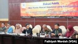 Diskusi Blok Masela 2 di Gedung MPR DPR Senayan, Jakarta (2/3). Dari kanan ke kiri: Dr.Enny Sri Hartati (INDEF), Ronny Hiiguchi (Staf Ahli Menko Kemaritiman dan Sumber Daya), Amin Sunaryadi (Kepala SKK Migas).