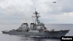 Le destroyer USS Curtis Wilber dans la mer des Philippines, le 15 août 2013. (REUTERS/U.S. Navy)
