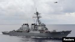 Le destroyer USS Curtis Wilber dans la mer des Philippines, le 15 août 2013. (REUTERS/U.S. Navy)