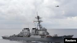 Le destroyer Wilber patrouille dans la mer des Philippines, le 15 août 2013.