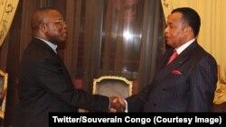 Mgr Marcelin Utembi Tapa, président de la Conférence épiscopale nationale du Congo (Cenco), à gauche, en tête d'une délégation d'évêques catholiques, salue le président Denis Sassou Nguesso, à Brazzaville, 9 janvier 2017. (Twitter/Souverain Congo)