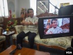 អភិបាលខេត្តលើយដ៏លេចធ្លោម្នាក់គឺលោក Viroj Jiwarangsa បានធ្វើសម្ភាសន៏ជាមួយ VOA ខ្មែរកាលពីថ្ងៃទី ២៦ កក្កដា ២០១៦។ (នៅ វណ្ណារិន/VOA)