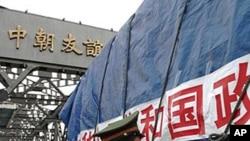압록강을 건너 북한으로 가는 중국 트럭