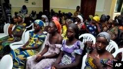 Abigeme b'abanyeshule bari bagizwe imbohe baherutse kurekurwa n'umurwi Boko Haram muri Nigeriya
