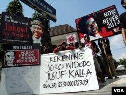 Aksi penggalangan dana kampanye melalui rekening Jokowi-JK di Solo, Kamis, 29 Mei 2014 (Foto: VOA/Yudha)
