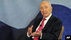 Simón Peres dijo que está claro que Israel tiene que proceder junto con EE.UU.