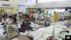 지진 피해 환자들이 일본 미야기현 이시노마키시 적십자병원에서 치료를 받고 있다.
