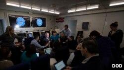 گفتگوی جیم متیس وزیر دفاع آمریکا با خبرنگاران پیش از نشست وزیران ناتو در بروکسل، پایتخت بلژیک - ۲۷ بهمن ۱۳۹۵