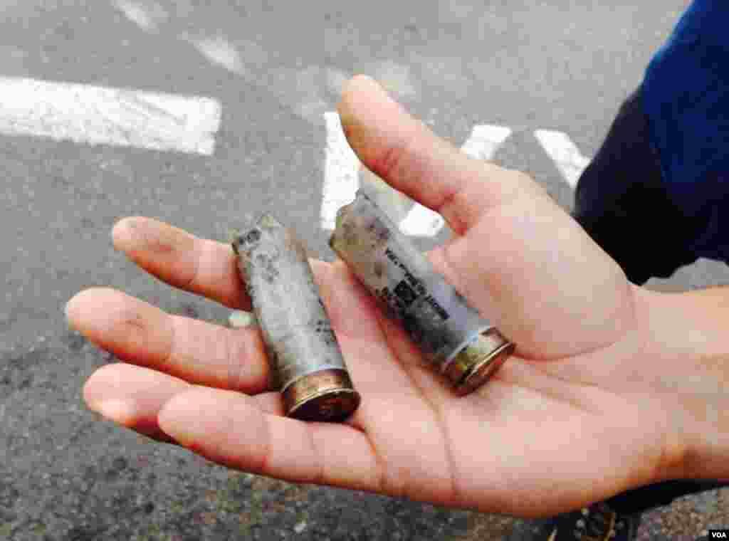 As balas usadas pela polícia durante os protestos na estação de metro Carrão em São Paulo, Brasil, Junho 12, 2014