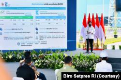 Mentreri BUMN Erick Thohir melaporkan kinerja Krakatau Steel semakin membaik dengan meraih keuntungan Rp800 miliar setelah 8 tahun merugi. (Foto: Courtesy/Biro Setpres)