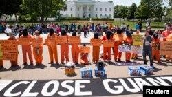 Демонстранты около Белого дома требуют закрыть тюрьму в Гуантанамо