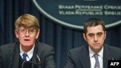 Regionalni predstavnik Medjunarodnog monetarnog fonda za Centralnu i Istočnu Evropu Mark Alen i državni sekretar u Ministarstvu finansija Dušan Nikezić.