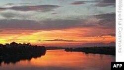 Mực nước Sông Hồng xuống thấp kỷ lục