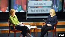 Ngoại Trưởng Hoa Kỳ, Hillary Clinton, trong một buổi hội thoại được điều khiển bởi Leigh Sales, 29 tháng Giêng, 2013. (Hình: Bộ Ngoại Giao Hoa Kỳ)