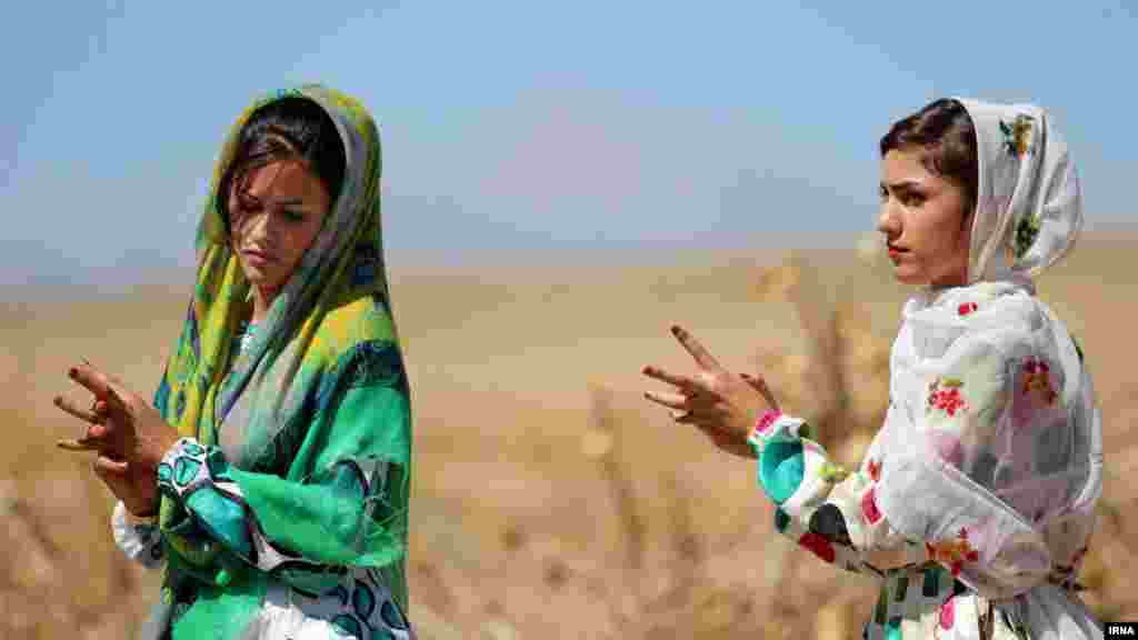 مراسم عروسی عشایر کرمانج در خراسان - عکس: وحید خادمی
