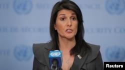 Duta Besar AS di PBB, Nikki Haley berbicara kepada media di markas PBB di New York hari Selasa (2/1).