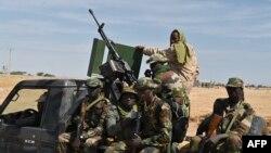 23 Aralık 2020 - Nijeryalı askerler Boko Haram örgütünün tehdidi altındaki Diffa'da devriye gezerken