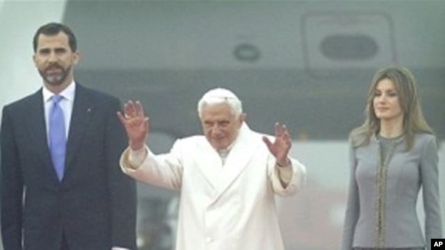 Pope Benedict XVI waves as he walks with Spanish Crown Prince Felipe and Princess Letizia upon arriving at Lavacolla airport in Santiago de Compostela, northern Spain, 06 Nov 2010