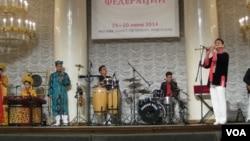 俄罗斯与越南关系密切,去年夏季在莫斯科举行的越南文化节活动。(美国之音白桦拍摄)