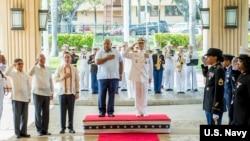 哈里斯上將2018年5月18日接待菲律賓高級代表團訪問(美國海軍照片)