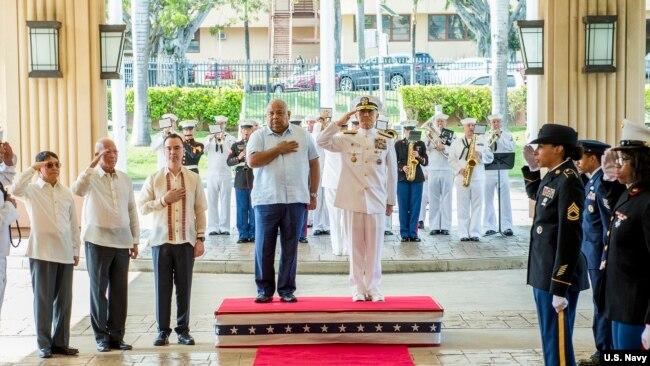菲律賓一個高級代表團2018年5月18日在美軍太平洋司令部訪問(美國海軍)