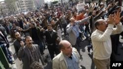 Ushtria egjiptiane po përforcon pozicionet në rrugët e Kajros dhe të qyteteve të tjera