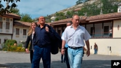 Russian President Vladimir Putin, right, and former Italian Prime Minister Silvio Berlusconi visit the Khan's Palace in the town of Bakhchisarai, Crimea, Sept. 12, 2015.