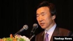 윤병세 한국 외교부 장관이 15일 서울에서 열린 주한 외교단 주최 오찬회에서 축사하고 있다.