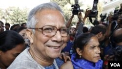 Muhammad Yunus, Direktur Bank Grameen, perintis mikrokredit di Bangladesh.