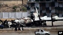 دہشت گردوں نے حملے میں بحریہ کے دو طیاروں کو بھی تباہ کردیا تھا (فائل فوٹو)