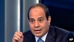 Cumhurbaşkanı adayı Abdül-Fettah el-Sissi Mısır devlet televizyonunda konuşurken