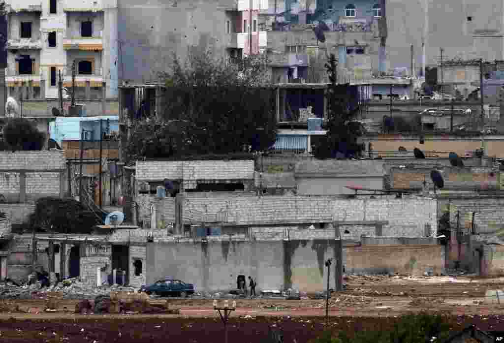 Kurdish fighters enter their positions in a house in Kobani, Syria, Oct. 16, 2014.