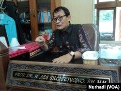 Guru Besar Fakultas Hukum Universitas Negeri Sebelas Maret (UNS) Solo, Profesor Adi Sulistiyono. (Foto: VOA/Nurhadi)