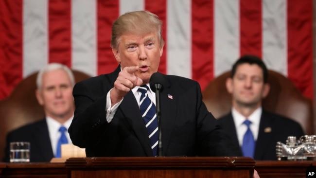 """Tổng thống Donald Trump tuyên bố rằng Hoa Kỳ """"một lần nữa sẵn sàng lãnh đạo [thế giới]""""."""