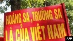 Người dân Việt Nam biểu tình chống Trung Quốc tại Hà Nội, ngày 5 tháng 6, 2011