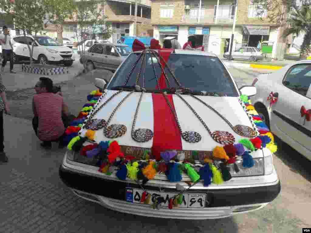 تزئین ماشین عروس در بندر ترکمن عکس: جعفری (ارسالی شما)