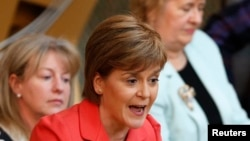 蘇格蘭首席部長,與蘇格蘭民族黨領袖斯特金(資料圖片)