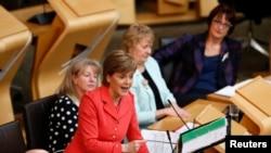 Nicola Sturgeon, chef du Parti national écossais (SNP) et Première ministre d'Écosse lors d'une intervention au Parlement écossais à Edimbourg, Ecosse, Grande-Bretagne, le 6 mai 2015.