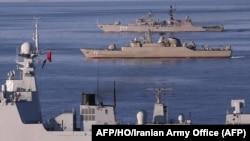 资料照:中国海军西宁号驱逐舰与伊朗和俄罗斯战舰在印度洋和阿曼湾举行中俄伊朗三国联合军演。(2019年12月28日)