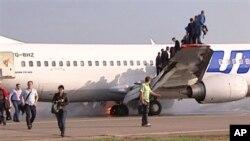 Chiếc máy bay Boeing 737 bỗng nhiên bốc cháy khi sắp sửa hạ cánh tại phi trường Vnukovo, ngày 18/5/2013.