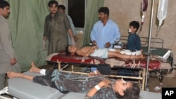 Pakistani children injured in a suicide attack are being treated at a local hospital in Jacobabad, Pakistan, Oct. 23, 2015.