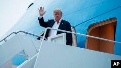 El presidente de EE.UU., Donald Trump, llega a la Base Aérea Andrews, en Maryland, el miércoles, 13 de junio de 2018, tras su encuentro en la cumbre con el líder norcoreano, Kim Jong Un, en Singapur.