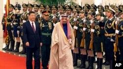 沙特阿拉伯國王薩勒曼3月16日訪問中國﹐習近平(左)陪同下巡視歡迎儀式。