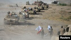 Pasukan Irak dan Milisi Syiah bergabung di pinggiran Tal Afar dalam persiapan menggempur militan ISIS, Selasa (22/8).