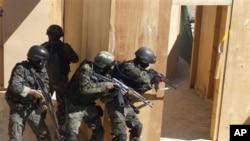 Pasukan anti-teror Yaman melakukan latihan dalam menghadapi militan (foto: dok).