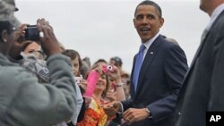 President Barack Obama greets well wishers upon arrival in Memphis, Tenn., where he met privately with families affected by flooding, and delivered the commencement address at Booker T. Washington High School, May 16, 2011