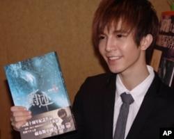 郭敬明在港推出繁体版新书