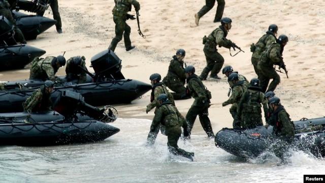 Lực lượng Tự vệ Hàng hải Nhật (JSDF) trong một buổi diễn tập quân sự.