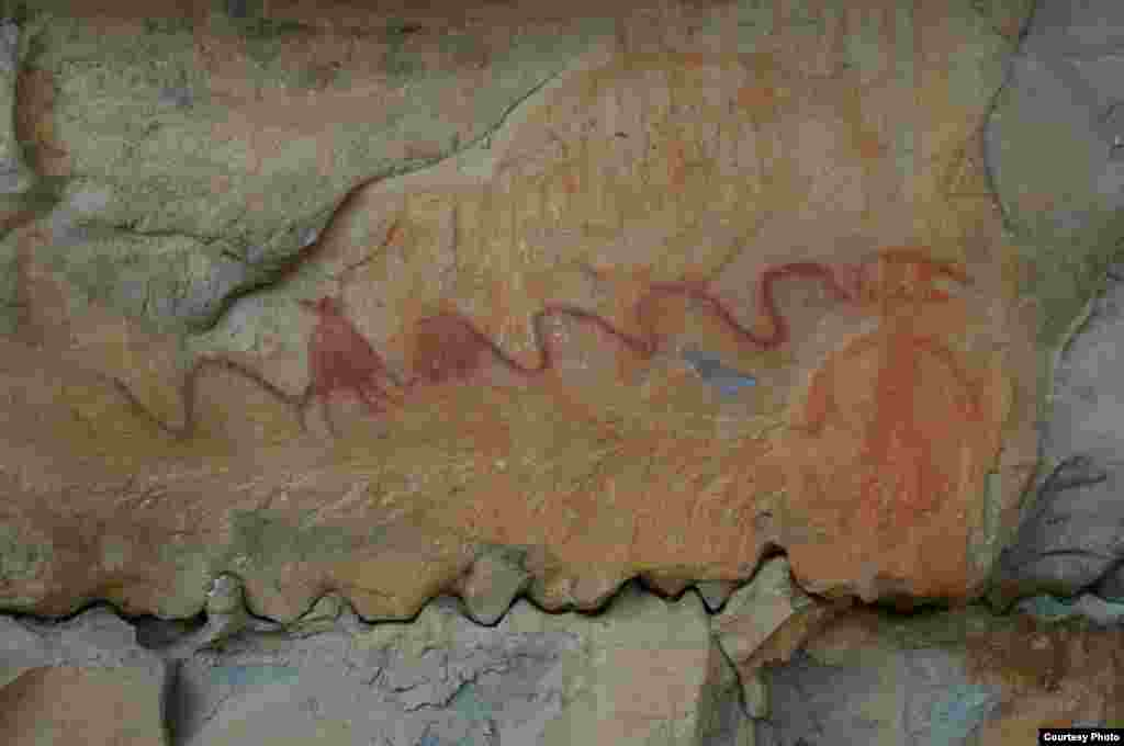 This image of cave art from an open bluff in North Alabama depicts a human figure, possibly the shaman/artist himself, 1,200 AD. (Photo credit: Jan Simek, Alan Cressler, Nicholas Herrmann and Sarah Sherwood / Antiquity Publications Ltd.)