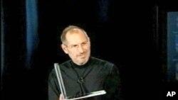 ທ່ານ ສະຕີວ ຈອ໊ບສ໌ (Steve Jobs) ອາດີດຫົວໜ້າຜູ້ບໍລິຫານ ຫລື CEO ຂອງບໍລິສັດແອັບເປິ້ລ (Apple) ປະກາດວ່າ ທ່ານໄດ້ຮັບການຜ່າຕັດໃນປີ 2004